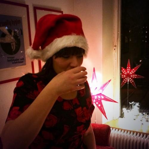 Elma Pasalic dricker glögg.
